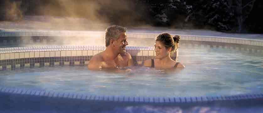 canada_big-3-ski-area_banff_fairmont-banff-springs_outdoor-spa-hot-tub.jpg